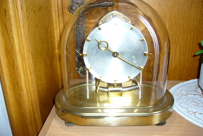 Kundo Electric clock with glass dome