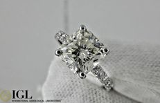 IGL 3.71 ct cushion diamond ring in 18 kt white gold - Size 6,5
