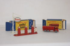 Moko Lesney Matchbox - Various scales -  'Esso' Pumps & Sign Accessory Pack No.A1-a en E.R.F. seond 'Esso' Road Tanker No.11b