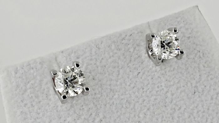1.80 ct round diamond stud earrings 14 kt white gold