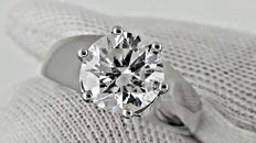 2.21  ct round diamond ring made of 18 kt white gold - size 6,5