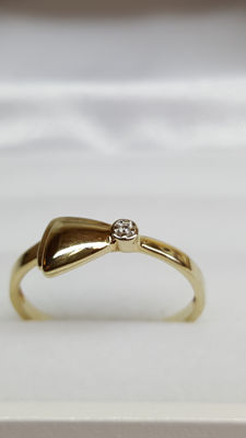 14 kt yellow gold ring set with diamond, size 17
