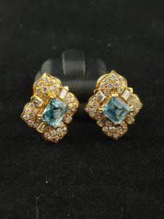 Gold earrings (18 kt) with aquamarine (10 ct) and diamonds (approx. 2.80 ct) - width 2 cm - length 2.5 cm