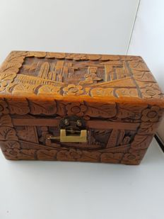 Decorated wooden Chinese jewellery chest with rare clasp - China - mid 20th century.