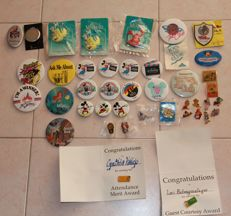 Disney, Walt - Lot consisting in ca. 40 Pins and Badges 1980s/1990s)