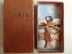 Bavarian military merit cross with swords 3rd class in a case, manufacturer: Weiss & Co Munich