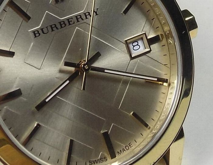 Burberry BU9026 - Ornament Dial - Gold Tone - Big Size - 2000 - Ladies  Wristwatch 73031768aa