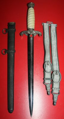 Wehrmacht officer's dagger in good condition with hanger, no reserve price, w.w.II, Germany.