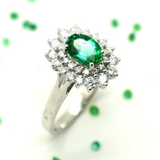 18 kt gold ring with emerald and brilliant cut diamonds totalling 1.60 ct