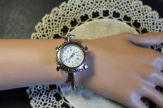 Extremely fine women's timepiece with bracelet from the late 19th century