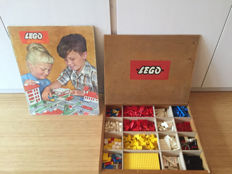 Vintage - 200 - Classic Town Rare game floor plan (including filled wooden Lego box with vintage Lego)