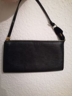 Louis Vuitton – Epi Pochette
