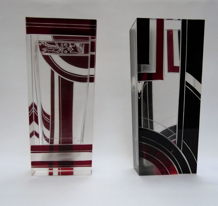 Karl palda two cut vases with red and black geometric for Decor traduction