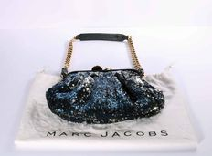 Marc Jacobs – Elegant bag with blue sequins and chain handle