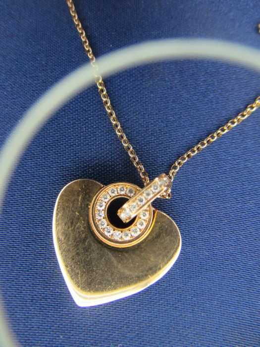 Bvlgari – Cuore Collection – Heart pendant with chain in 18 kt rose gold with pavé of diamonds – L 41/43 cm
