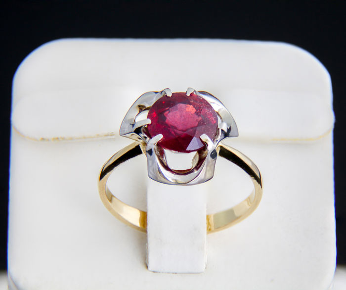 18k gold and ruby ring 2.9 ct. ***No reserve***