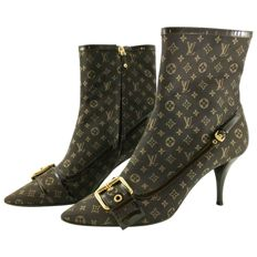 Louis Vuitton - signature boots