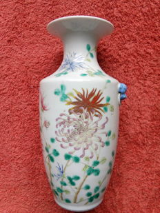 Attractive family rose vase - China - early 20th century, ca 1900