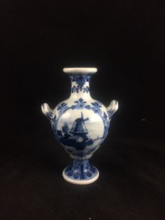 Porceleyne Fles - A cute vase with handles from 1892 in mint condition