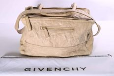 Givency – Model: Pandora – Medium Washed Leather