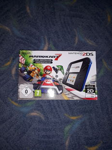 Nintendo 2ds - with mario kart Boxed