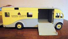 "Dinky Supertoys - Scale 1/43 - ""Racehorse Transporter"" No.979"