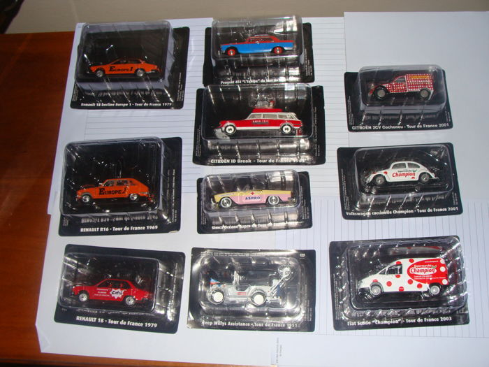 Atlas - Scale 1/43 - lot of 10 cars from the collection of the Tour de France: 1 x Peugeot, 3 x Renault, 1 x Jeep Willys assistance, 1 x Fiat Scudo, 2 Citroen, 1 x Wolkswagen Cocinelle, and 1 x Simca Oceane