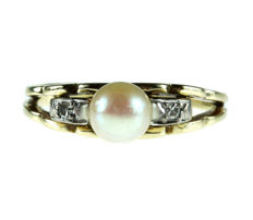14 karat gold women's ring set with freshwater pearl and two diamonds