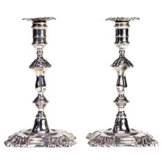 A fine pair of Edwardian Rococo style Silver Candlesticks - Hawksworth, Eyre & Co Ltd - Sheffield - 1902