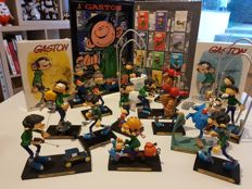 "Franquin - 12 Lighters ""Zippo"" style + 2 DVDs + 16 figurines - Gaston Lagaffe (ca. 2000/2004)"
