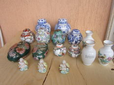 Beautiful ginger vases in porcelain, of various sizes, 3 Small Buddhas, 3 jars, 2 jewellery boxes, one with lid - 20th century, China