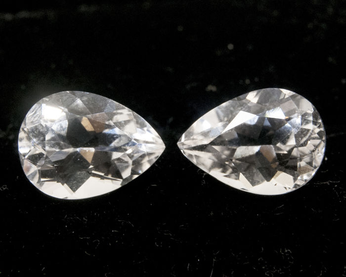 2 White Topazes (pair) - 9,12 ct total - No Reserve Price