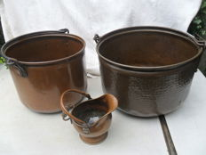 Pack of 2 buckets XL and 1 helm kit.