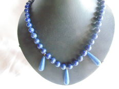 Gold (18 kt) with .750 hallmark – Lapis lazuli necklace with 18 kt gold clasp – strung by hand to stop the beads from rubbing – 58 cm