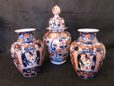 Two Imari vazes and Imari vase with lid - Japan - 19th century