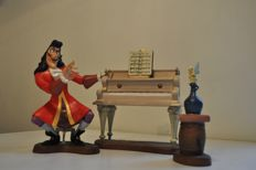 "Disney, Walt - Statuette - WDCC - Villains - Captain Hook, Tinker Bell & Piano - ""Accompaniment to Betrayal"" (2003)"