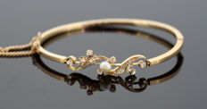 Antique 18K Yellow Gold Ladies Bangle With Freshwater Pearl (0.30 CT) and Diamonds (0.36 CT Total) Circa.1880's