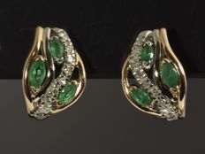 14 kt gold. Earrings. Diamonds of 0.14 ct. Emeralds of 0.64 ct. No reserve price.