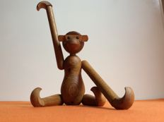 Manufacturer unknown - monkey of solid teak wood - Kay Bojesen style.
