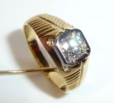 Men's ring made of 18kt / 750 gold with solitaire diamond of 0.85ct.