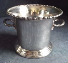 Lot 805 - Antique English silver plated ice bucket with handle, marked Martin Hall - England, 1900s