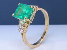 3.06 Ct exotic diamond & Emerald ring - Size 56 - NO Reserve!