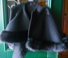 Wool and cashmere cape.
