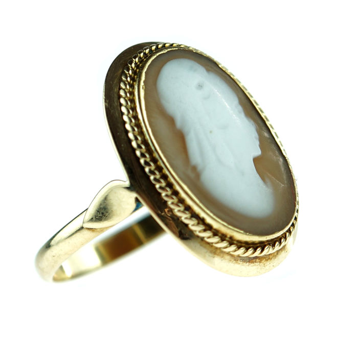 Sturdy 14 kt gold women's ring with cameo, fine detailed ring