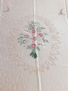 Salento handcrafted 1950s bedspread in ancient pink