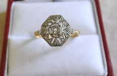 Octagonal platinum Art Deco ring in 18 kt gold, 1920-1930