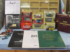 Matchbox Models of Yesteryear - Scale ca 1/76-1/43 - Lot with 17 models with display case and Calendars