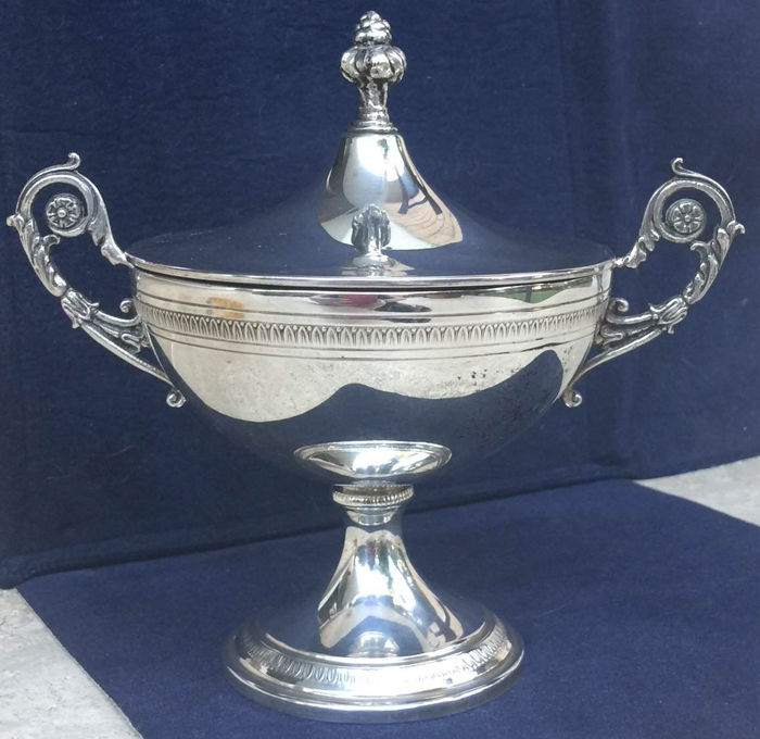 Large and elegant Empire sugar bowl in sterling silver 800