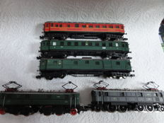 Arnold (Rapido) N - 0172/2443 - 2 electric locomotives Series E16 of the DRG with three passenger carriages