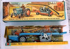 Corgi Toys - Scale 1/43 - Gift Set 47 Ford 5000 Super Major Tractor & Conveyor on Trailer